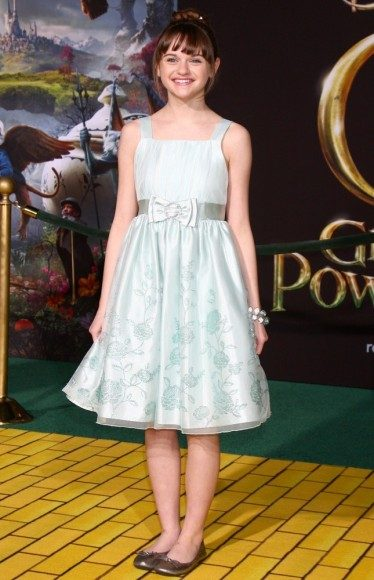 joey-king-premiere-oz-the-great-and-powerful-03