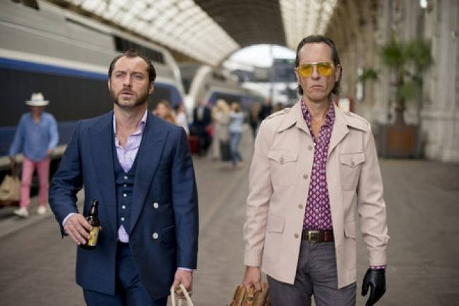 Jude Law and Richard E. Grant in 'Don Hemingway'.