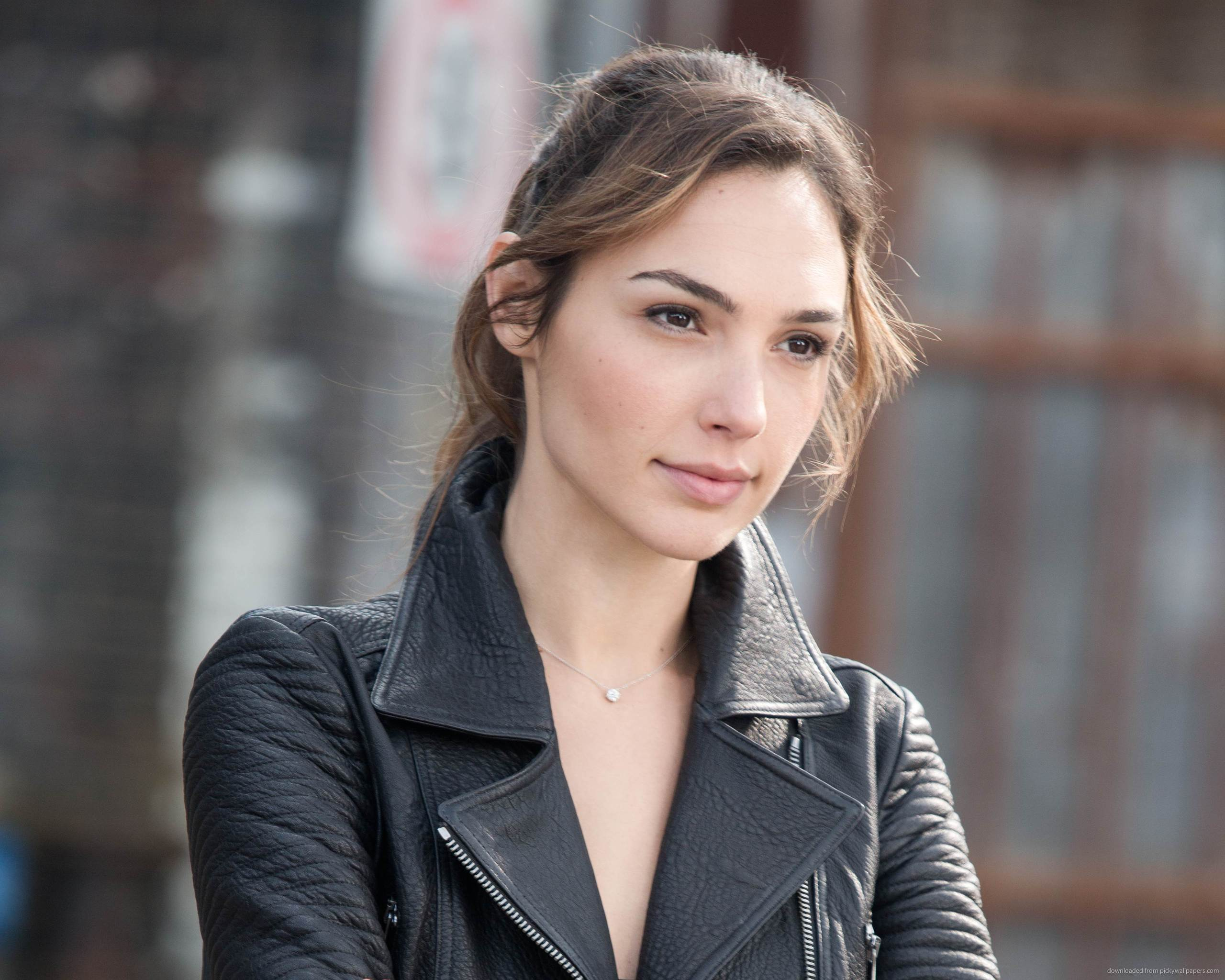 Gal Gadot to Star in Dwayne Johnson's Upcoming Film 'Red Notice'