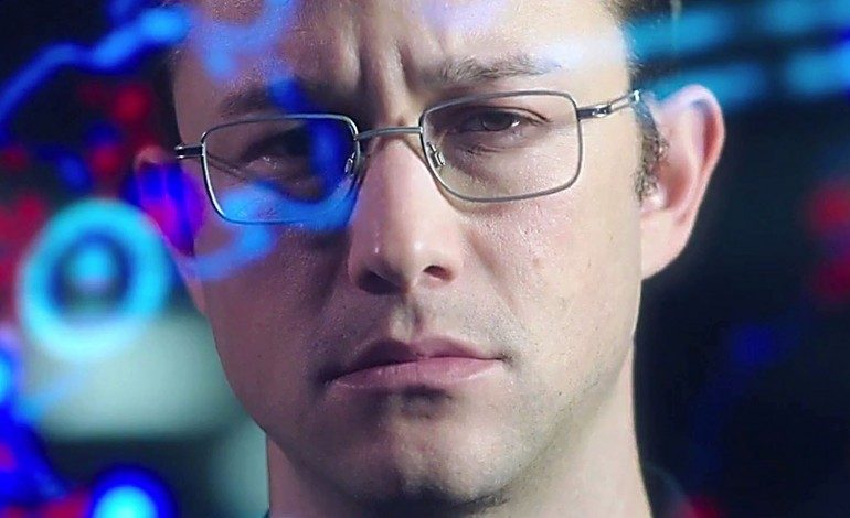 Joseph Gordon-Levitt Takes on the NSA in First 'Snowden' Trailer