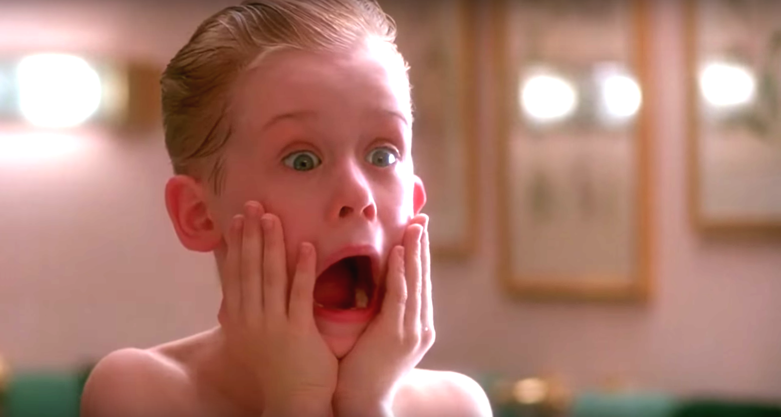 """Fans and Star Macaulay Culkin Ask For Donald Trump to be Removed from """"Home Alone 2"""""""